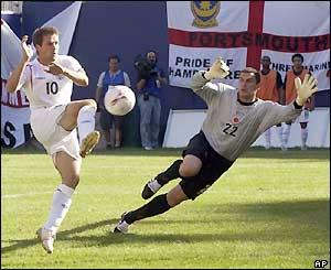 Michael Owen sweeps home a David Beckham cross to make it 3-1