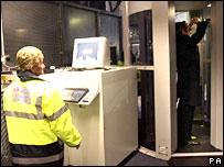 Scanner being operated at Paddington station