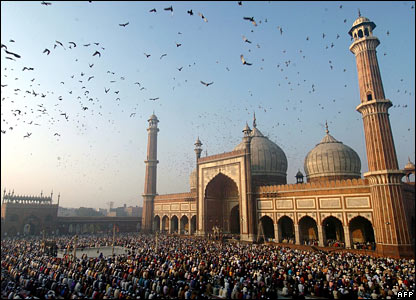 Indian Muslims pray at the <span class=