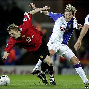 Darren Fletcher is challenged by Blackburn's Robbie Savage