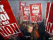 'Non' banners at French referendum rally