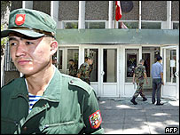 Kyrgyz soldiers guard the entrance to the Supreme Court building in Bishkek, 01 June 2005.