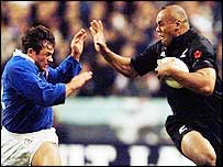 Jonah Lomu (right) tells France's Frank Comba to wind his neck in