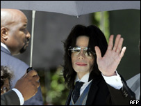 Michael Jackson arrives at court in Santa Maria, California, 1 June 2005