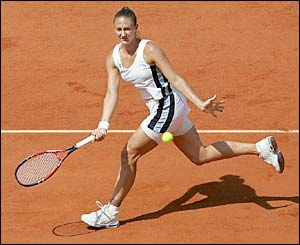Mary Pierce plays a forehand