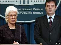 Chief UN war crimes prosecutor Carla Del Ponte and Serbian Prime Minister Vojislav Kostunica