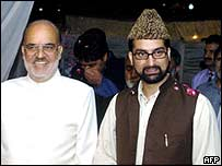 Mirwaiz Umar Farooq (r) and president of the Pakistani-controlled  Kashmir, Sardar Anwar