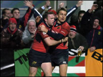 John Kelly (left) is congratulated by Shaun Payne after his try