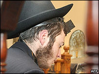Jewish man prays in Moscow