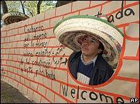 Protesta de mexicanos frente a la embajada de EE.UU. en México