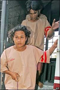 Wichai Somkhaoyai (rear) and Bualoi Posit arrive in court on Friday