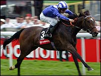 Eswarah and Richard Hills win the 2005 Vodafone Oaks