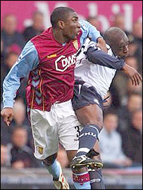 Jlloyd Samuel and Shaun Newton leap for the ball