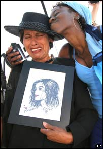 Crying fan of Michael Jackson outside courthouse in Santa Barbara