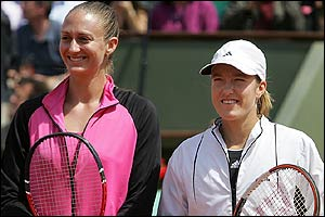 Mary Pierce and Justine Henin-Hardenne at the start of the French Open final