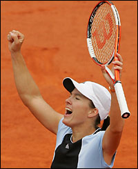 Justine Henin-Hardenne celebrates her second French Open title