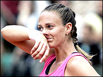Mary Pierce reacts after losing the 2005 French Open
