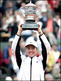 Justin Henin-Hardenne celebrates her French Open win