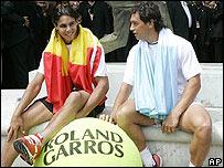 El espa�ol Rafael Nadal, izq., y el argentino Mariano Puerta.