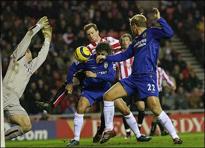 Chelsea's Hernan Crespo heads an equaliser from a Joe Cole assist