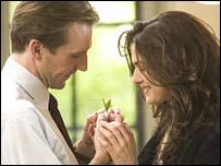 Ralph Fiennes and Rachel Weisz in The Constant Gardener