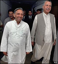 India's Petroleum Minister Mani Shankar Aiyar and his Pakistani counterpart Amanullah Khan Jadoon