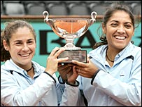 Virginia Ruano Pascual (left) of Spain and Argentine Paola Suarez celebrate their win