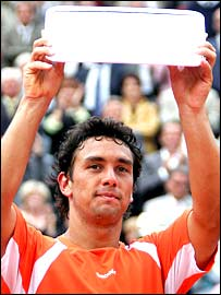 Mariano Puerta holds aloft his French Open runners-up trophy