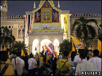 Protesters outside Government House in Bangkok, 14 Jan 2006