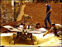 Mission team work on an engineering model (Nasa/JPL)