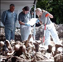 ICMP forensic experts at mass grave in Bosnia