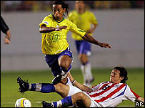 Ronaldinho durante el partido Brasil-Paraguay