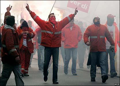 Dockers protesting in Strasbourg