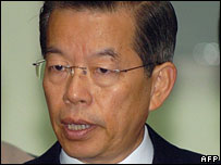 Taiwanese Premier Frank Hsieh speaks to journalists, December 2005.
