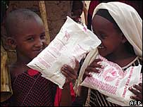Kenyan children with food aid