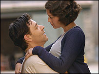 Russell Crowe and Renee Zellweger in Cinderella Man - Photo: George Kraychyk