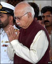 LK Advani after laying a wreath at Jinnah's mausoleum