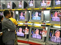 Los brasileños escuchan atentos el discurso de Lula