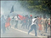 Police fire teargas to disperse JVP supporters