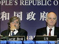 World Bank Vice President Jim Adams (left) with UN bird flu co-ordinator David Nabarro