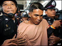 Thai fisherman Wichai Somkhaoyai, 24, centre, is escorted to a courtroom in Surat Thani, Thailand, Wednesday, Jan. 18, 2006