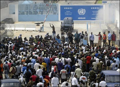 Protesters outside UN base in Abidjan, Ivory Coast