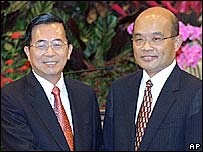 Taiwanese President Chen Shui-bian (left) with new PM Su Tsheng-chang