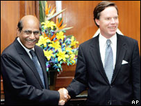 US Undersecretary of State Nicholas Burns, right, with Indian foreign secretary Shyam Saran, left, in New Delhi