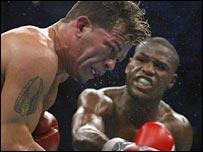 Floyd Mayweather destroys Arturo Gatti