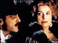 Catherine Deneuve como Odette, en la película Tiempo Recobrado, basada en  la obra de Marcel Proust.