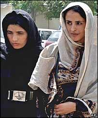 Мухтар Маи (справа)