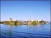 Islas flotantes en el lago Titicaca.