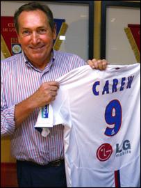 Lyon coach Gerard Houllier with John Carew's shirt