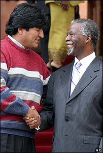 Evo Morales (left) with South African leader Thabo Mbeki